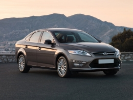 Ford Mondeo Automatic (sau similar)